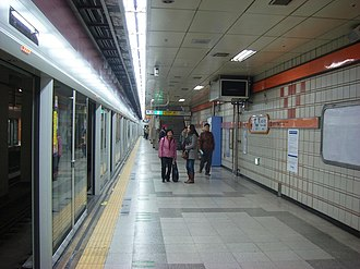 Yangjae station - Image: Yangjesta 03