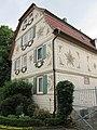 """""""Eisernes Tor"""" - Fachwerkwohnhaus von 1807 (mit geprägten Zinkblechen verblendet) einer Hofanlage - Meinhard-Grebendorf Kirchstraße 15 - panoramio (1).jpg"""