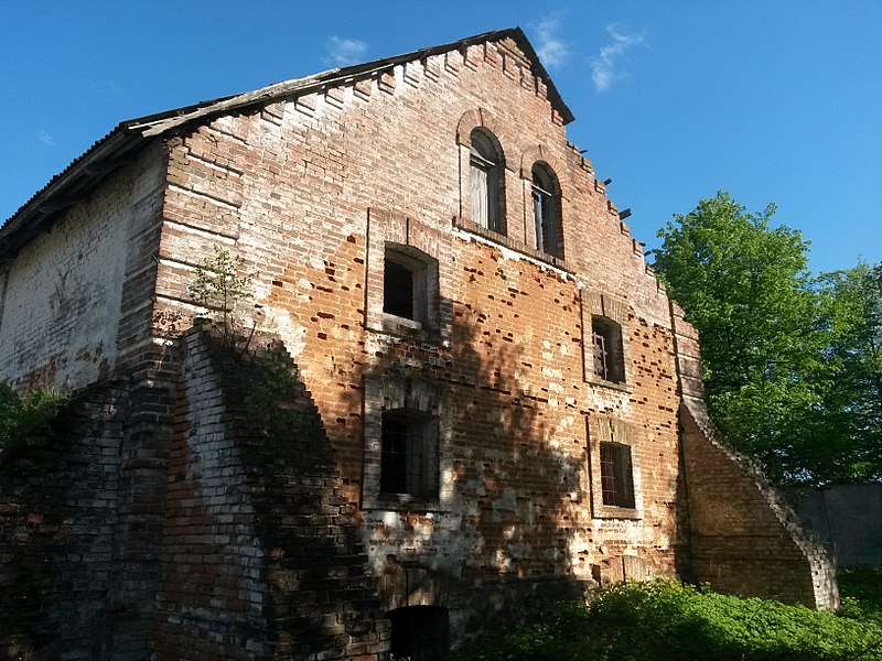 File:Комплекс зданий винокуренного завода (здание склада построено в начале XX века), д. Дойничево.jpg