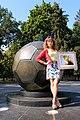 Памятник футбольному мячу г.Харьков.jpg