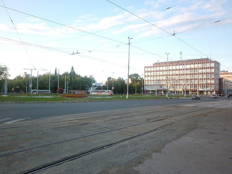 "File:Пл. Карла Маркса, НИИ ""Галургия"" -август, 2011 - panoramio.jpg"