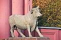 Скульптура правого быка у мясокомбината1.jpg
