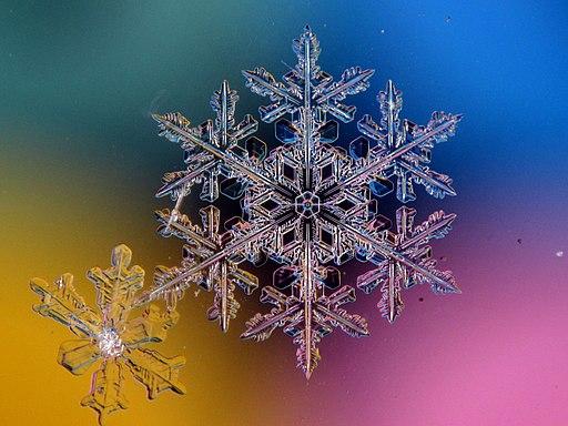 Снежинка на разноцветном фоне