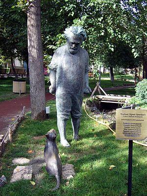 Gevorg Emin - The statue of Gevorg Emin at the Yerevan Lovers' Park