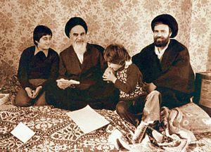 Khomeini family - Image: خمینی و نوهها