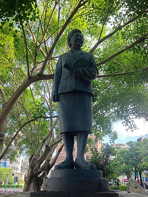 Mayor of Chiayi - Image: 嘉義市中正公園許世賢銅像