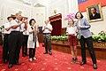 蔡英文總統接見2016年國際學校網界博覽會網頁競賽臺灣冠軍隊伍師生代表一行.jpg