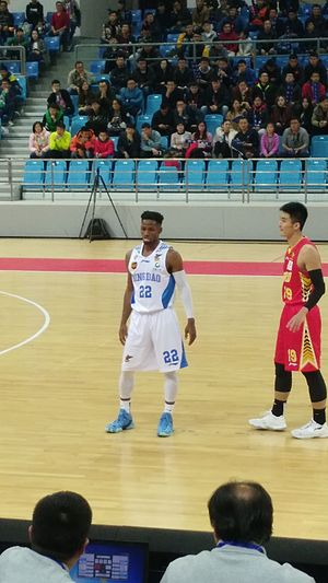 Jonathan Gibson (basketball) - Gibson (middle) with Qingdao in November 2017
