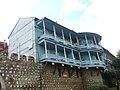 008A Tbilissi Maison à balcon de bois remparts du vieux Tbilissi.JPG