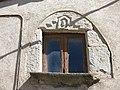 057 Cal Corona, c. Major 1 (Sant Boi de Lluçanès), finestra.jpg