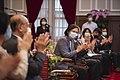 11.06 總統接見「第30屆醫療奉獻獎得獎人及家屬」 (50572123791).jpg