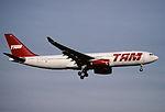 163ah - TAM Airbus A330-243, PT-MSE@ZRH,30.01.2002 - Flickr - Aero Icarus.jpg