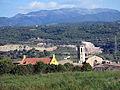 178 Les escoles i l'església de Centelles des del camí de l'Estrada, amb el Montseny al fons.JPG