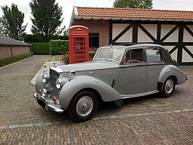 1953 Bentley R-Type standard steel saloon.jpg