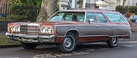 1975 Chrysler Town & Country Station Wagon 7.2 Front.jpg