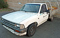1988-1991 Toyota Hilux (RN85R) cab chassis 02.jpg
