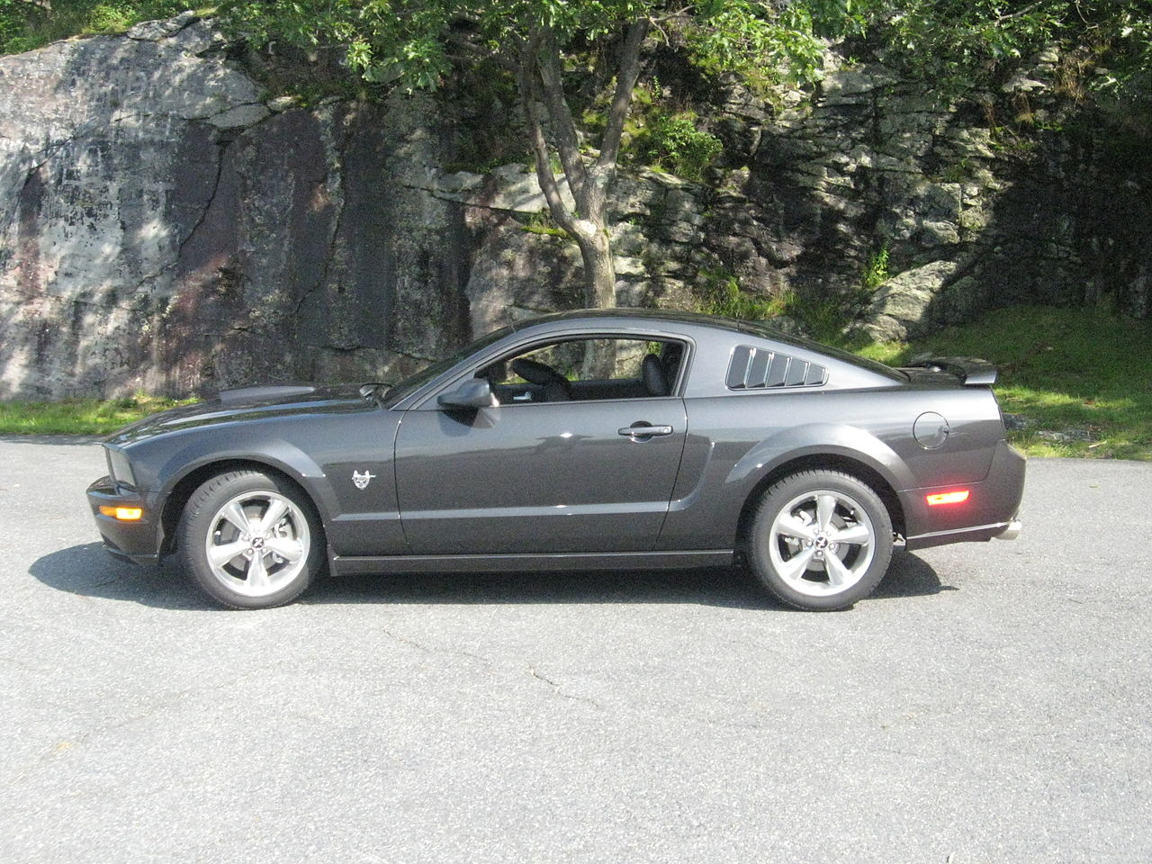 All Types 2006 mustang gt specs : File:2009 Ford Mustang GT 45th Side.JPG - Wikimedia Commons