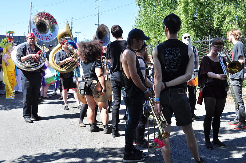 File:2014 Fremont Solstice parade - What Cheer Marching Band 02 (14324212029).jpg