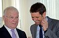 """2014 Tag der offenen Tür, Niedersächsischer Landtag, (168) """"Die Würde des Amtes ..."""", weiß Landtagspräsident Bernd Busemann, was Wirtschaftsminister Olaf Lies erst recht erheitert.jpg"""