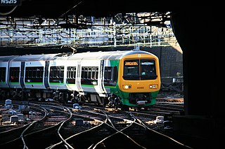 323202 arriving at Birminghams New Street station.jpg