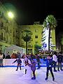 397 Patinant a la plaça d'Espanya, davant l'Ajuntament (Tortosa).JPG