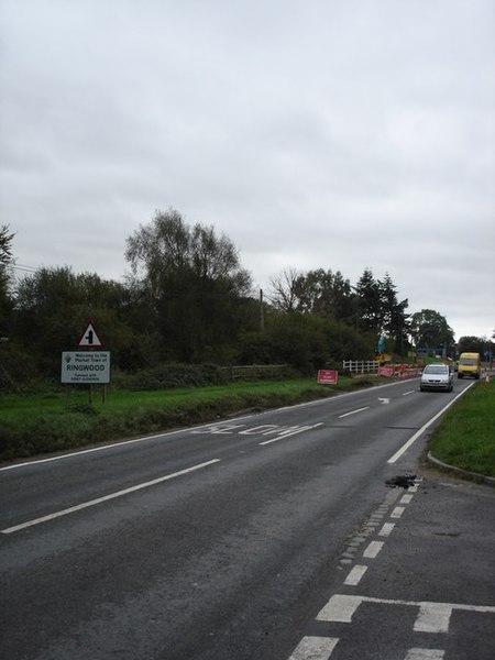 File:A338, south towards Ringwood - geograph.org.uk - 267407.jpg