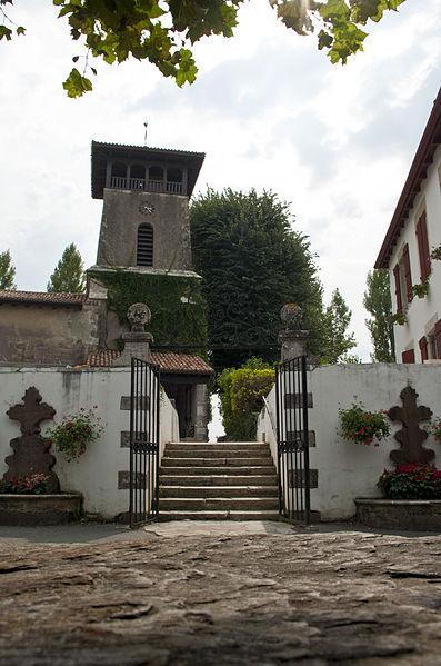 L'église Saint-Jean-Baptiste d'Arcangues se situe sur la commune d'Arcangues, dans le département français des Pyrénées-Atlantiques.