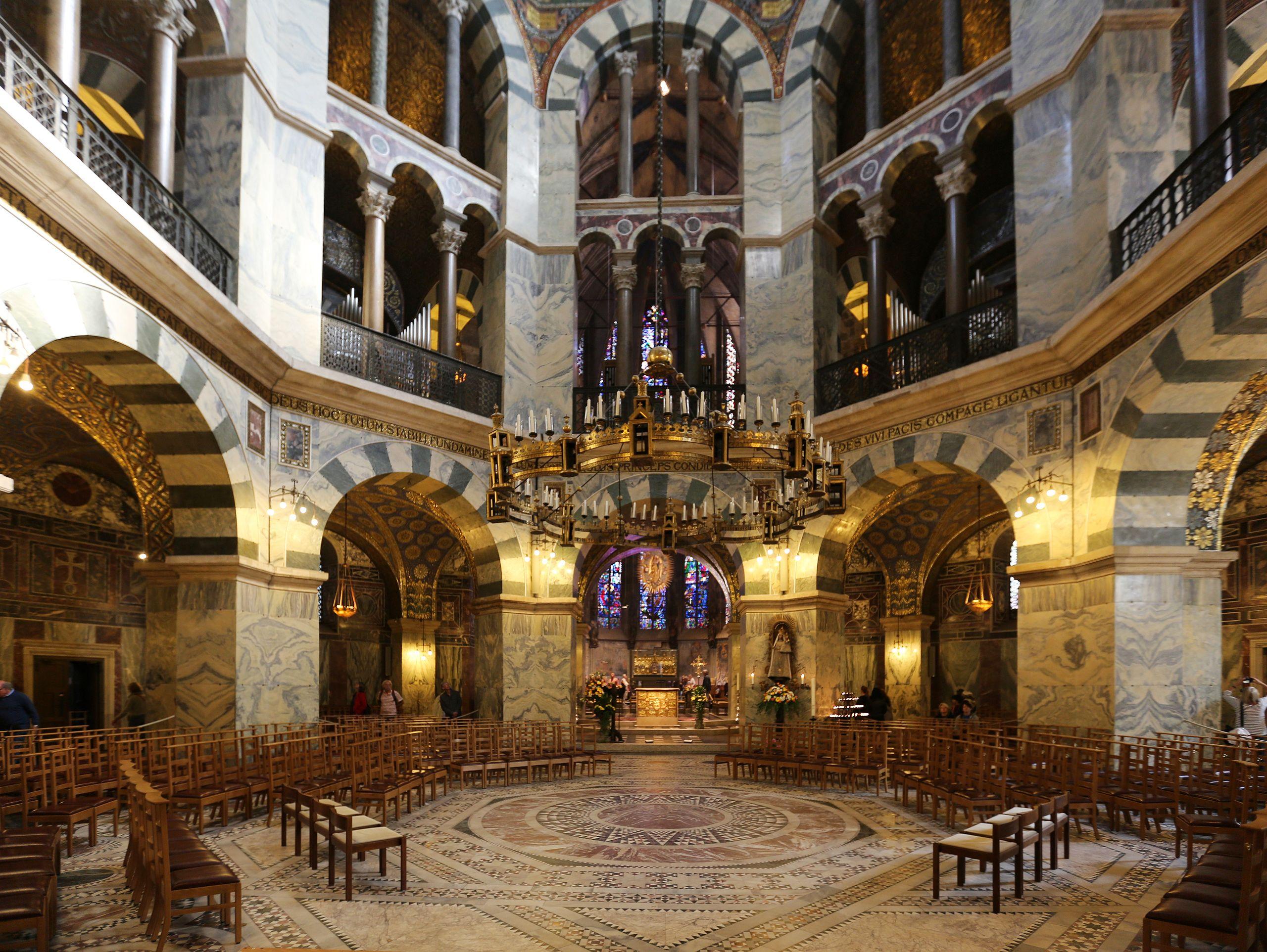 DateiAachen, Innenarchitektur der Pfalzkapelle.jpg – Wikipedia