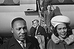 Aankomst en vertrek, mensenrechten, vliegtuigen, Scott-King, Coretta, Bestanddeelnr 918-3371.jpg