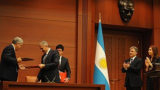 Binali Yıldırım - Yıldırım signing an agreement with his Argentine counterpart in 2011