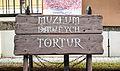 Al. Niepodległości, tabliczka muzeum przed budynkiem nr 15.jpg