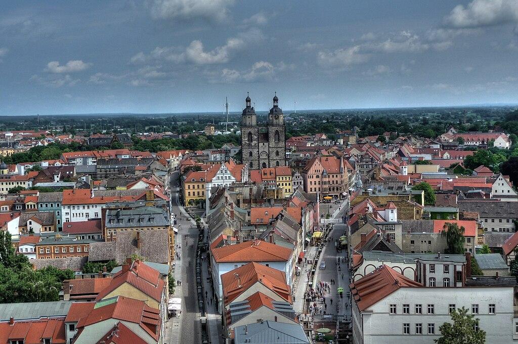 Lutherstadt Wittenberg. Blick vom Schlosskirchturm nach Osten auf die Altstadt.