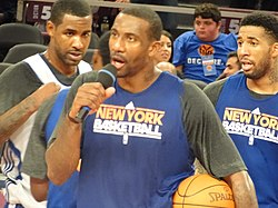 Amar'e addresses fans.jpg