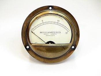 English: A vintage ampere meter. Français : Un...