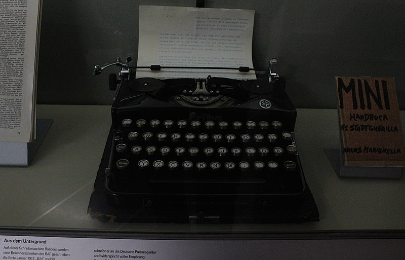 File:Andreas Baaders Schreibmaschine.JPG