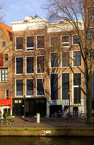 Anne Frank House - The canal-side façade of the former Opekta building on Prinsengracht canal in 2008. The Secret Annex (Achterhuis) is at the rear in an enclosed courtyard.