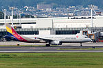 Asiana Airlines, A321-200, HL7729 (21716280842).jpg