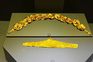 Aydın Archaeological Museum - Hellenistic period golden belt (top) and Ancient Roman period golden headband-shaped diadem (bottom)