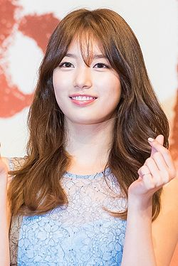 "Bae Suzy at ""Uncontrollably Fond"" press conference, 4 July 2016 01.jpg"