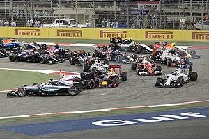 2016 Bahrain Grand Prix - The accident between Bottas, Hamilton and Ricciardo at turn one