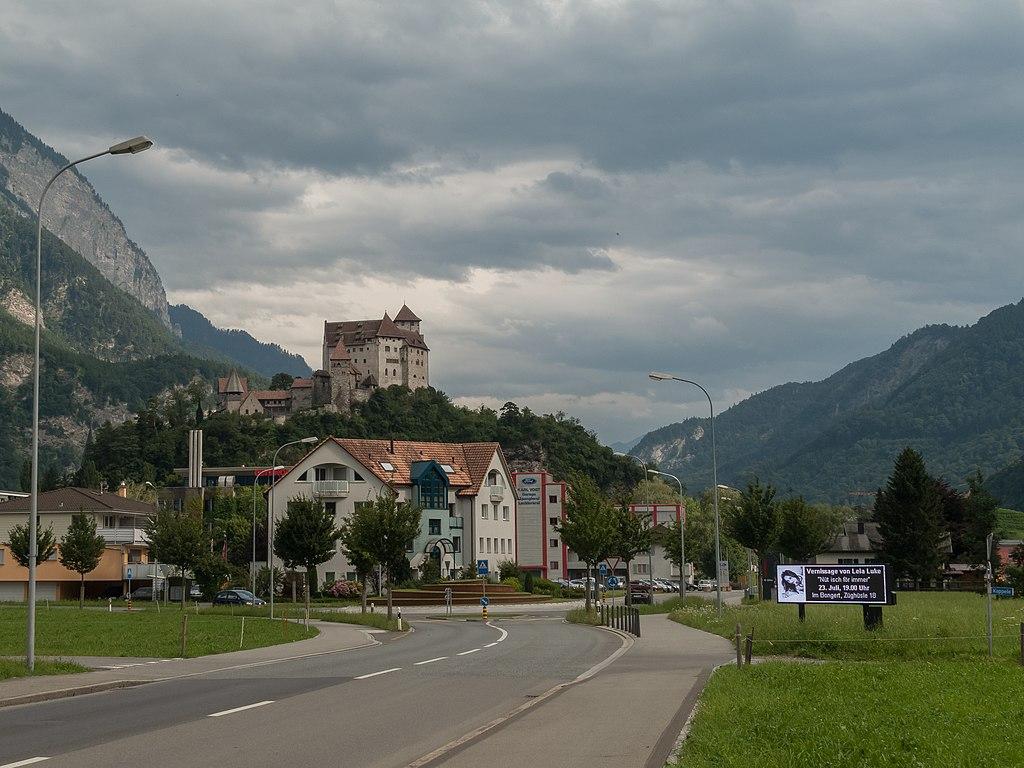 Balzers, binnenkomst van de plaats vanaf Trubbach foto2 2014-07-20 16.51.jpg