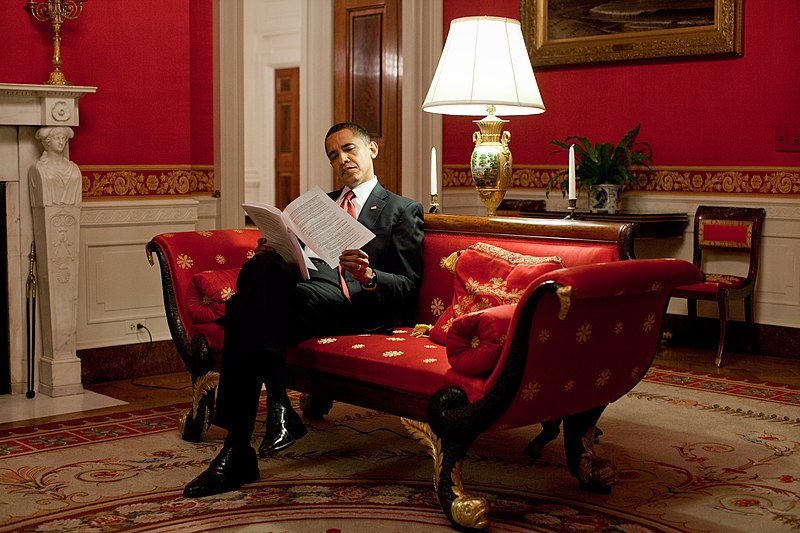 File:Barack Obama readings notes in the Red Room.jpg