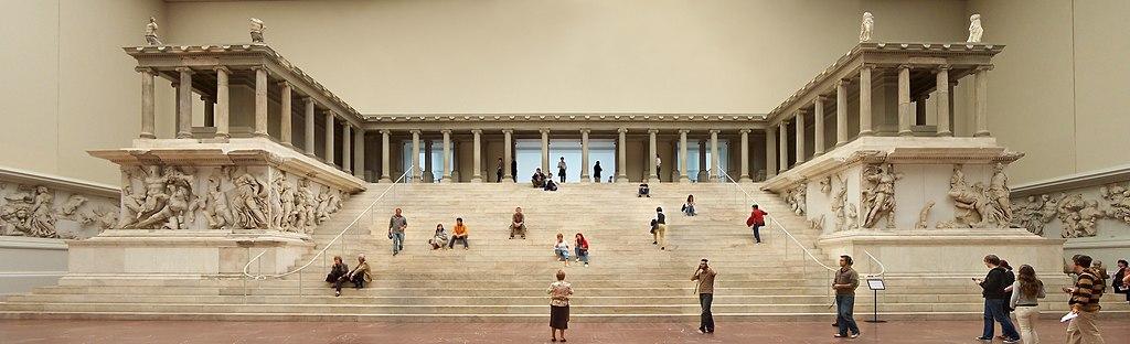 Berlin - Pergamonmuseum - Altar 01