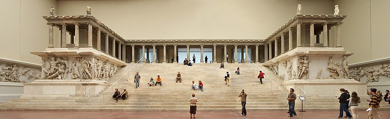 Ficheiro:Berlin - Pergamonmuseum - Altar 01.jpg