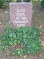 Berlin Friedrichsfelde Zentralfriedhof, Pergolenweg - Fuchs (cropped).jpg