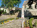 Berthenonville (27), monument aux morts, place du village.jpg