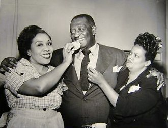 Lillian Randolph - From left: Lillian Randolph (Beulah), Ernest Whitman (Bill), and Ruby Dandridge (Oriole): Beulah 1952- 1953.