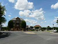 Biars-sur-Cère hôtel de ville carrefour.JPG