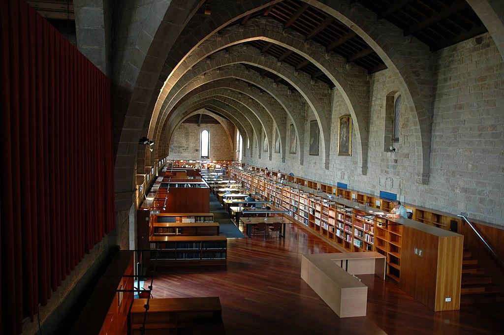 Salle intérieur de l'actuelle bibliothèque de Santa Creu à Barcelone. Photo de Josep Renalias.