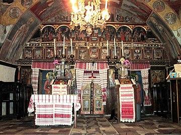 Biserica Sfânta Treime din Mândra (4).jpg